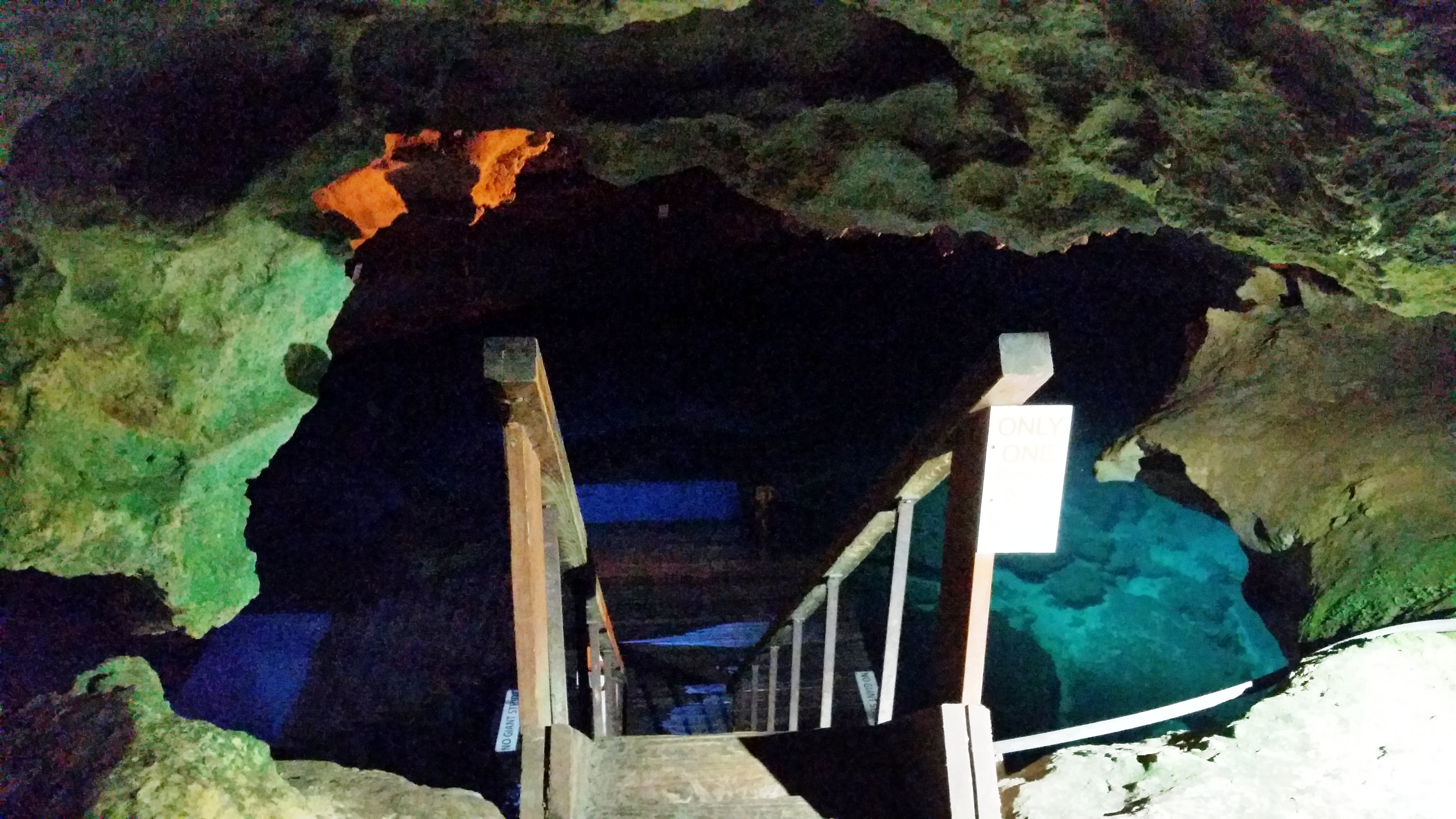 illuminated steps down into the devil's den florida
